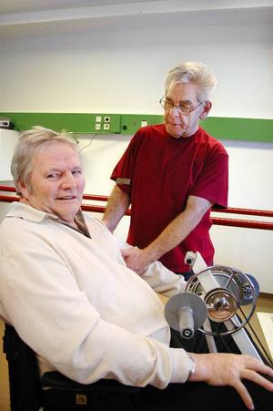 """""""Rehabiliteringsträningen fungerar mycket bättre nu jämfört med hur det var tidigare"""", anser Kjell Höglund som växelvårdas på sjukhemmet efter en stroke."""