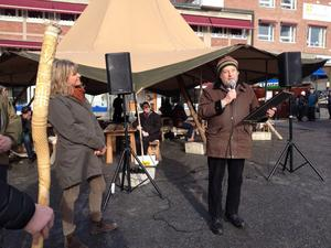 Bo Lundmark tar emot priset som årets Gregorius på Gregoriemarknaden.