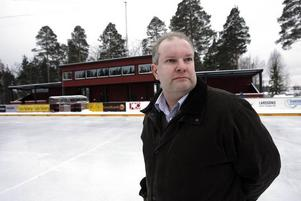 Vi måste få ett klart besked om vi får ta över bandyplanen, säger Sören Sandström i Skutskärs bandyklubbs Arenagrupp. Kommunens senaste beslut var en besvikelse, tycker han.