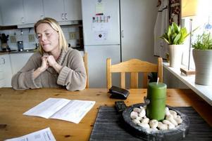 Försäkringskassans krav på kompletteringar av sjukintyget oroar Maria Lundgren.