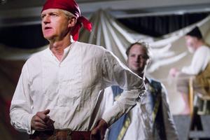 Pirater på skeppet med Lasse i Gatan som kapten. Här syns Janne, Tommy Ärlemar, Lassei Gatan, Fredrik Bergsten, och i bakgrunden Såg, Peter Jonaszon.