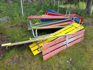 När de kultiga solsängarna slängts i en hög på Skultunabadet trodde de badande att sängarna skulle slängas. Så är inte fallet. De ska renoveras.