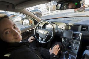 Luta dig tillbaka och låt bilen göra jobbet. Volvo utvecklar modellen S60 som både ska kunna köra och parkera själv.Foto: Fredrik Sandberg/TT