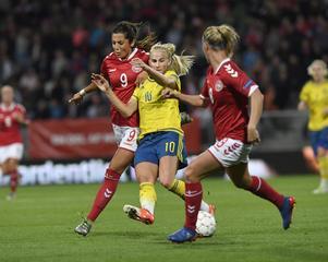Danmark och Sverige kommer inte ställas emot varandra på fredag.