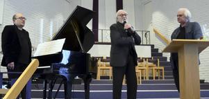 Eldar Levgran, Ragnar Kronstrand och Göran Greider i Pingstkyrkan i Avesta.