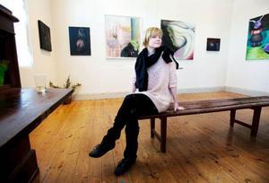 Camilla Ericson bjuder in betraktaren i sin gränslösa fantasivärld som är klart värd ett besök. Utställningen på Hackås Maskin & Kultur pågår till och med 15 april. Foto: Håkan Luthman
