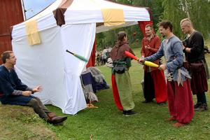Hassela Medeltidsförening får 18 000 kronor till sommarens medeltidsarrangemang.