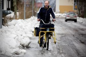 Posten ska delas ut - även om det råder ishalka. Stefan Söderqvists tycker att många Härnösandsbor slarvar med sandningen.