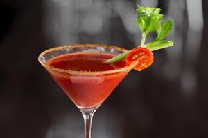 Umamismaken i en Bloody Mary gör den passande för höga höjder.