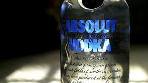 En man är misstänkt för snatteri sedan han smitit från Systembolaget i Fagersta med en flaska vodka utan att betala.