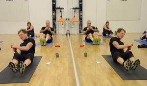 Träningspass med Bill Impola. Hela kroppen ska få sitt. Träningen utförs med tidsintervaller: 40 sekunder aktivitet-20 sekunder vila.