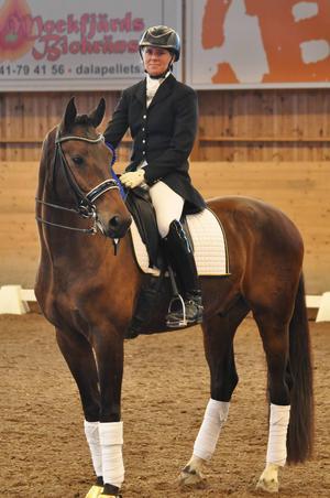 Frida Hallgren och Alive vann klassen medelsvår B:4 på fina 69 procent.