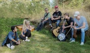 Maxida Märak har gjort ett album ihop med Downhill Bluegrass Band från Torsåker.