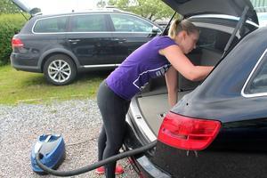 Bilstädning är en av sakerna Sommarfixarna hjälper till med.