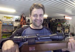 Tony Hanses startade sin jaktbutik XJakt söder om Edsbyn i början av sommaren. Mer och mer folk hittar hit till min butik, säger han.