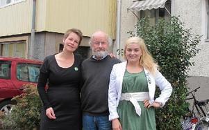 MIljöpartiet i Falun kan tänka sig samarbete både med de rödgröna och de borgerliga efter valet.-- Men huvudalternativet är de rödgröna, säger Richard Holmqvist, flankerad av Maria Daniels och Linnea Risinger.FOTO: SYLVIA KJELLBERG