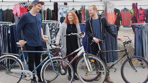 Trion Calle Gustavsson, Isabella Lissars och Dag Weibel korsade Vårkarusellen på cykel.