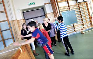 Elever på Brynässkolan guidade skolinspektörerna runt på skolan. Det hjälpte inte.