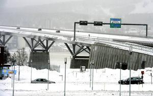 Obetalda broavgifter har fått över 400 västernorrlänningar att hamna hos Kronofogden.