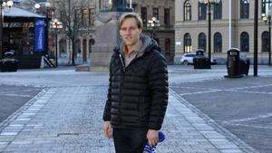 Sebastian Falk, tidigare elitskrinnare, ska hjälpa Selånger Bandy utvecklas på isen samtidigt som han själv ska spela.