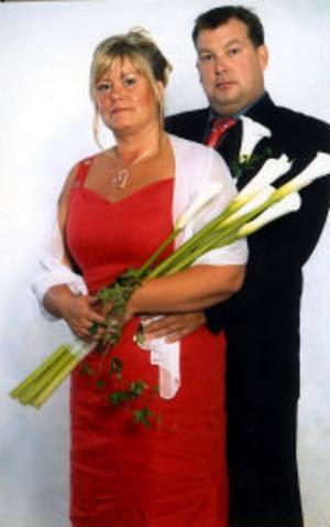 I Svartviks kyrka vigdes den 12 augusti Tina Karlsson och Robert Lönnelid, Sundsvall. Vigselförrättare var Monica Burström, assisterade gjorde Malin Sjöberg. Bruden tar efternamnet Lönnelid.