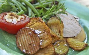 Med legymjärn kan man få räfflade potatisskivor. Goda att fritera som knaprigt tillbehör till skinkstek eller kött stekt i panna.