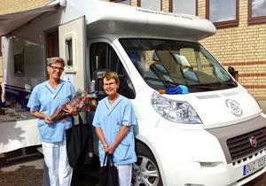 Erfarna. Lena Garö och Eva Wikberg är distriktssköterskorna som ger sig ut i länet. De har båda bland annat arbetat på jourvårdcentralen i Örebro.