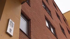 Nu har snart alla höghus i Tallnäs inpasseringssystem som ska minska vandaliseringen i trappuppgångar.