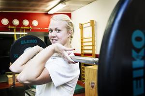 Fysiskt starka backen Johanna Olofsson är en av Modos viktigaste spelare. Riksserien drar i gång i eftermiddag. Modo inleder hemma mot Brynäs.
