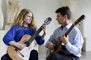 Liv och Per Skareng, gitarr.