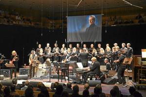 Pianisten, flöjtisten och kompositören Björn J:son Lindh gick bort i slutet av 2013, året därpå hölls en Minneskonsert till hans ära på Berwaldhallen.