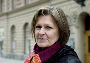 Cathrine Edström (S):   – Jag tycker inte att skatten ska höjas, och det tycker jag utifrån att vi bor i den här delen av landet. För min egen del går det bra. Jag har nära till stan och kan betala högre bensinskatt. Men det gäller ju inte alla. Alla bor inte i Sundsvalls tärort. Vi har mycket glesbygd och hela Sverige ska kunna leva.