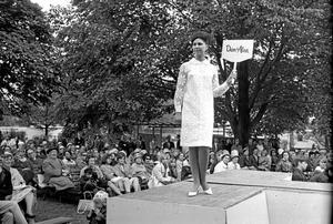 Inne då. Mannekänguppvisning 9 juni 1965.