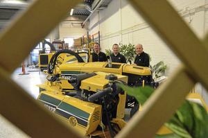 Satsar. Martin Söderklint, Jarno van Dompselaar och André Hoondert hoppas att man kan anställa ett antal servicemekaniker på Vermeer Viking i Askersund de närmaste åren.