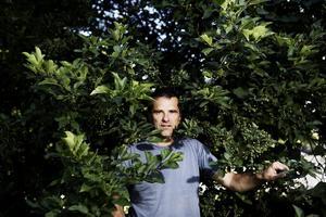 Lärt sig leva med hot. Naturbevakaren Kjell Johansson är en av tjänstemännen som har hotats i sitt jobb.