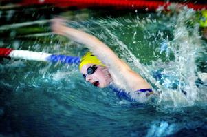 Olympier. Josefin Lindkvist från Ludvika deltog igår i lagkappen 4x100 meter medley vid Ungdoms-OS. Tyvärr kunde tjejerna inte följa upp bronsmedaljen från i måndags, utan slutade nu på sjätteplats. Foto:LarsDafgård/arikv