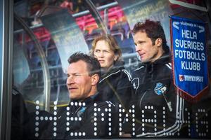 Peter Andersson, främst, lämnar uppdraget som huvudtränare för Östersunds DFF i elitettan och de assisterande tränarna där bakom, Lars Oscarsson och Paula Lundkvist Eiremo, får åtminstone tillfälligt ta ett större ansvar.