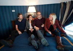 Felix Herngren, Mia Skäringer, Johan Rheborg och Josephine Bornebusch spelar huvudrollerna i
