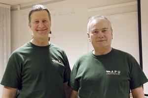 """Conny Andersson, ordförande APU, och Günter Lenhardt, """"ranger"""", höll i föreläsningen på biblioteket."""