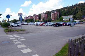 På den här grusparkering ska det byggas bostäder i framtiden.