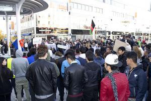 Demonstranter på Torggatan