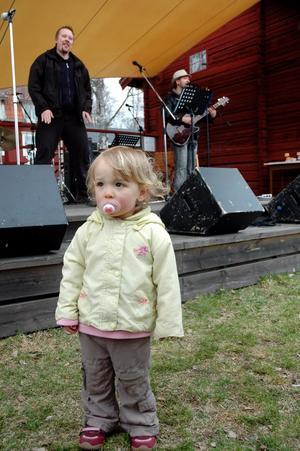 Ida Röhm dansade lite till Kalasbandet.