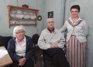 Gertrude Mittjas, Sven Bomark tillsammans med värdinnan Berith Mittjas.