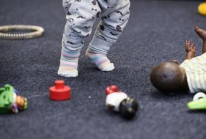 Anledningen till problemet ska vara att en matta lagts på betong som inte hade torkat. Bilden har ingenting med det aktuella förskolan att göra.