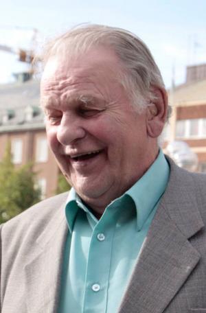 De senaste opinionssiffrorna som Annie Lööfs Centern får hade skrämt slag på de gamla centerledarna, från vänster: Gunnar Hedlund (1949–1971), Torbjörn Fälldin (1971–1985), Karin Söder (1985–1987), Olof Johansson (1987–1998), Lennart Daléus (1998–2001). Kan det nya idéprogrammet förbättra Centerns prekära situation, frågar sig Alf Ronnby. Foto: Scanpix