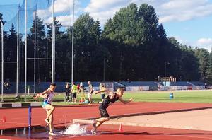 I Gävle sprang Jesper Persson, 3000 meter hinder,  sitt första hinderlopp någonsin. Tiden 10,08, förde honom in på årsbästalistan i Sverige för seniorer.