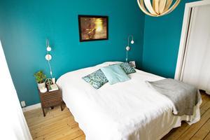 Sovrum med färg.