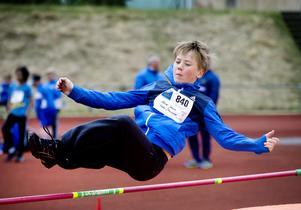 Kommunens alla femteklassare var samlade för att prova på olika idrotter på Grytan. Alfred Jonsson hoppade höjd.