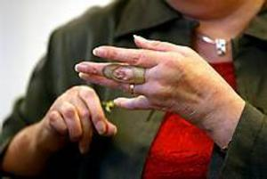 Totalt har över en miljon människor i Sverige någon form av reumatisk sjukdom, skriver insändaren. Alldeles för många får vänta på diagnos och behandling.