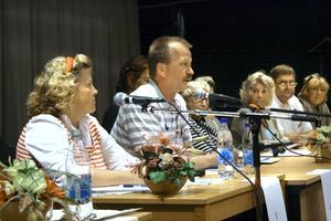Politikerna i panelen var överens om mycket, och det hettade aldrig till i debatten. På bilden Katarina Raneborn (V), Per Eriksson (S), Anita Karlsson (C), Gunilla Högberg (FP), Erling Johansson (KD) och Gunbritt Edqvist (M).BILD: JESSICA UHLIN